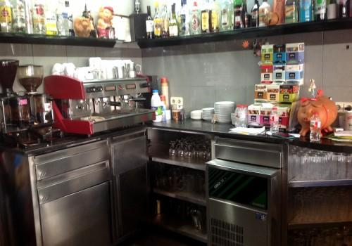 bar-en-alquiler-en-berga-barcelona-con-cocina-y-terraza-1