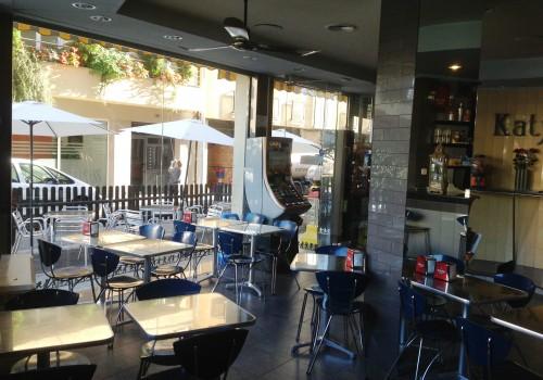 bar-en-alquiler-en-berga-barcelona-con-cocina-y-terraza-7