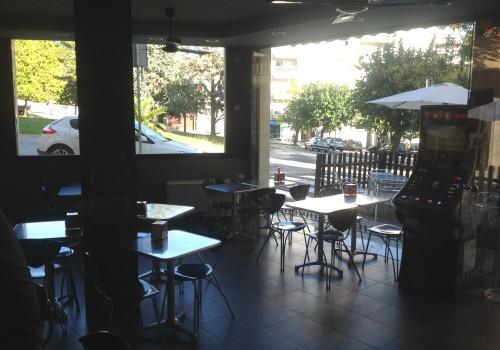 bar-en-alquiler-en-berga-barcelona-con-cocina-y-terraza-8