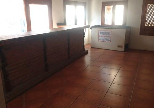 bar-en-alquiler-en-navaluenga-avila-con-terraza-7