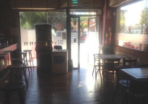 bar-en-alquiler-en-zaragoza-con-terraza-y-cocina-1