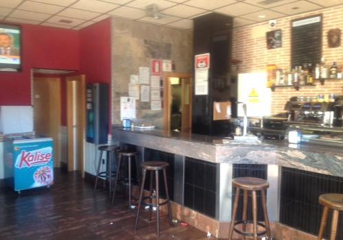 bar-en-alquiler-en-zaragoza-con-terraza-y-cocina-2