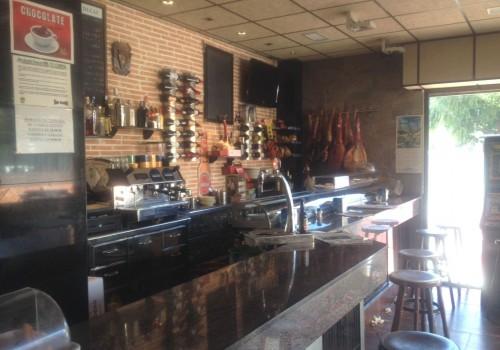 bar-en-alquiler-en-zaragoza-con-terraza-y-cocina-3