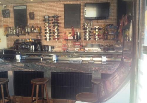 bar-en-alquiler-en-zaragoza-con-terraza-y-cocina-4