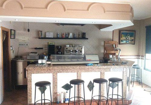 bar-en-alquiler-en-mijas-costa-malaga-con-terraza-y-salida-de-humos-1