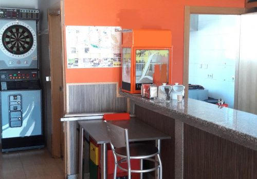 bar-en-alquiler-en-plasencia-caceres-montado-con-cocina-y-terraza-2