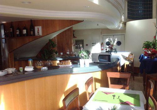 bar-con-cocina-en-alquiler-en-maliaño-cantabria-montado-1