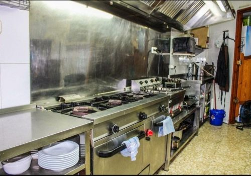 bar-en-alquiler-con-opcion-a-compra-en-montcada-i-reixac-barcelona-con-cocina-9